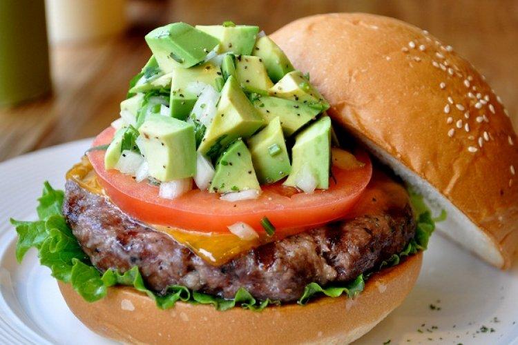 R1 Burger Brief: Take a Relaxed Burger Break on Xiaoyun Lu