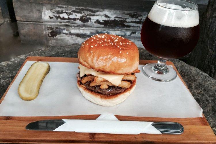 R Burger Brief: Defending Champion Slow Boat's Fryburger