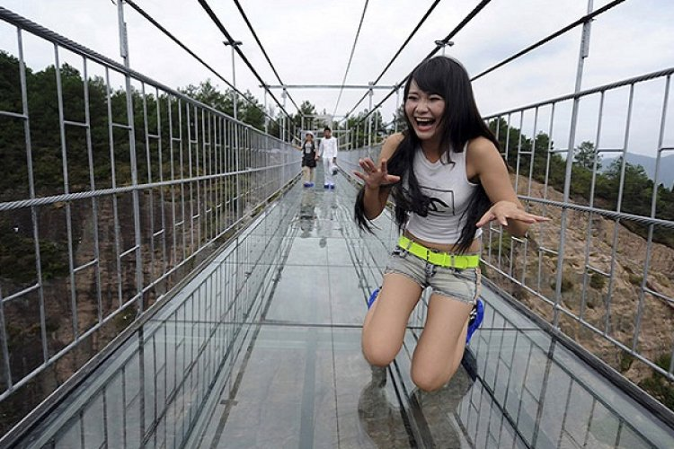An Idea for 七夕: 5 Terrifying Glass-Bottomed Bridges and Skywalks in Beijing (and China)