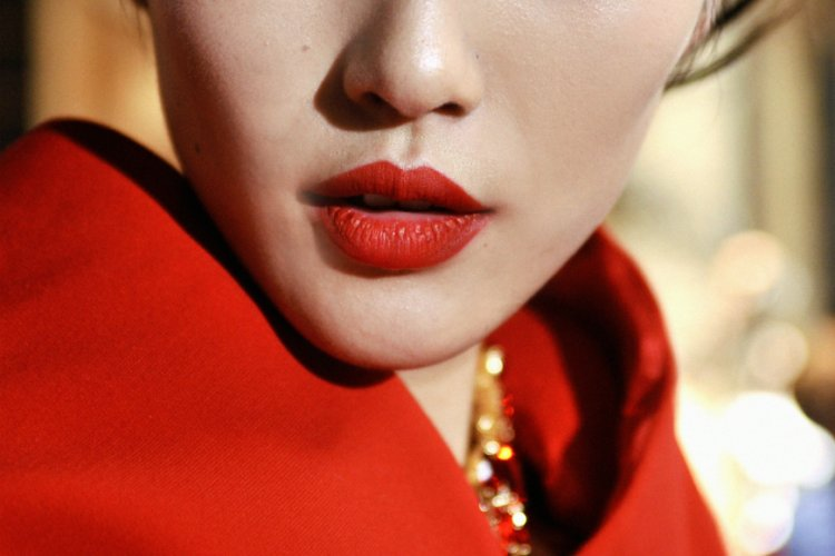 R1 Trending in Beijing: Minimum Salary, Holiday Stats, and Parade-chic Lipstick