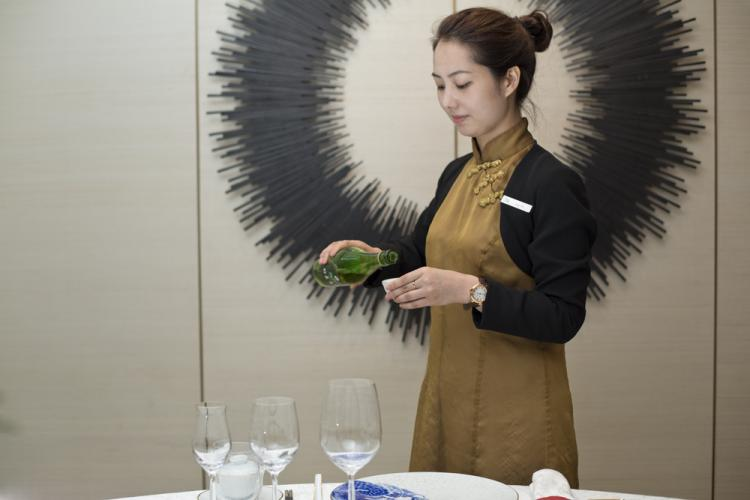 A Toast to Excellence: RUYI Gastronomy's Drink Pairings