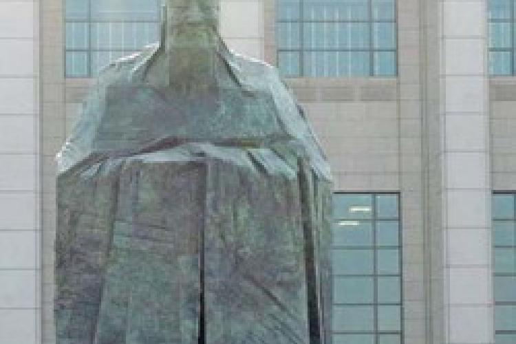 New Statue & a Revived Museum for Tiananmen Square