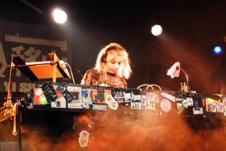 Weekend Live Music Reviews: Little Boots, Song Yuzhe