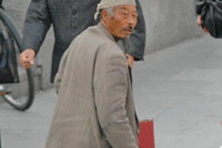 Beijing Miracle: A Crippled Man Walks!