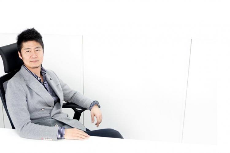 Dong Lu Gets Chinese Fashion Frisky