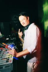 FOOTPRINTZu_Ji_WHO_IS_THE_DJ_Aug03134140