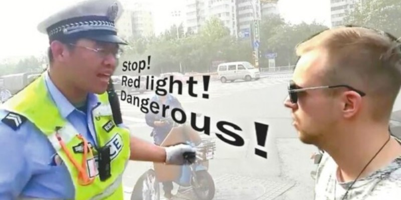 """R Traffic-Violating Expats Used by Police to Teach Chinese """"Awareness of the Law"""""""