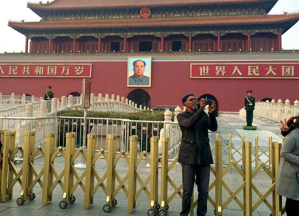 Samuel L. Jackson Returns to Beijing, Eats All of the Things