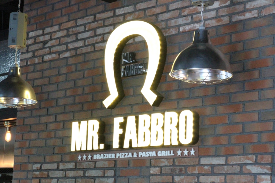 First Glance: Flaming Pizzas and Fusion at Mr. Fabbro, Galaxy Soho