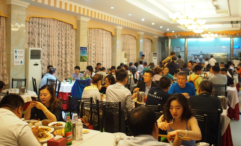 Xinjiang Islam Restaurant: No Hardship, Only Revelry at