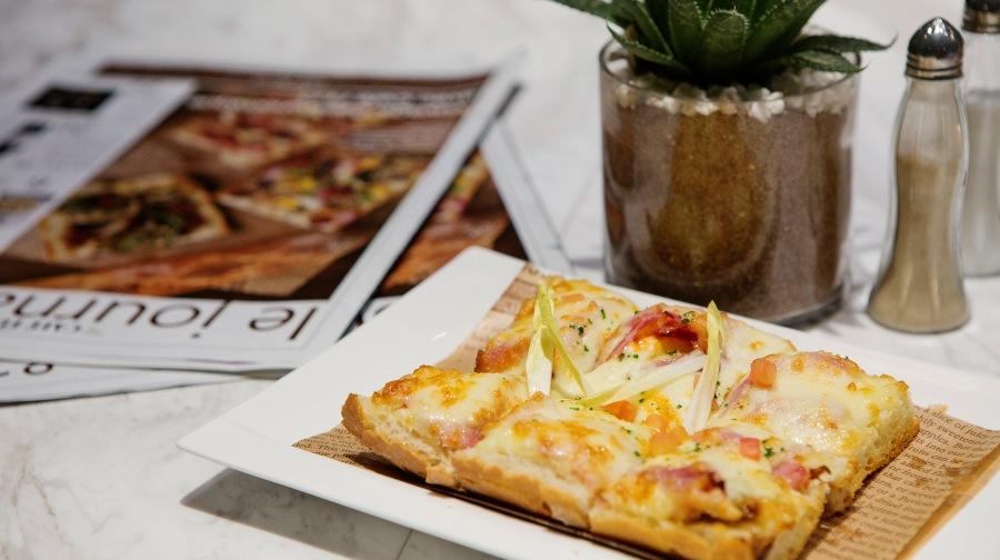 What's New Restaurants: Café FLO