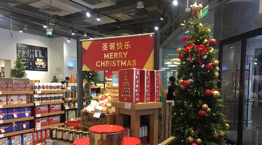 five british christmas essentials to grab before mamp - British Christmas