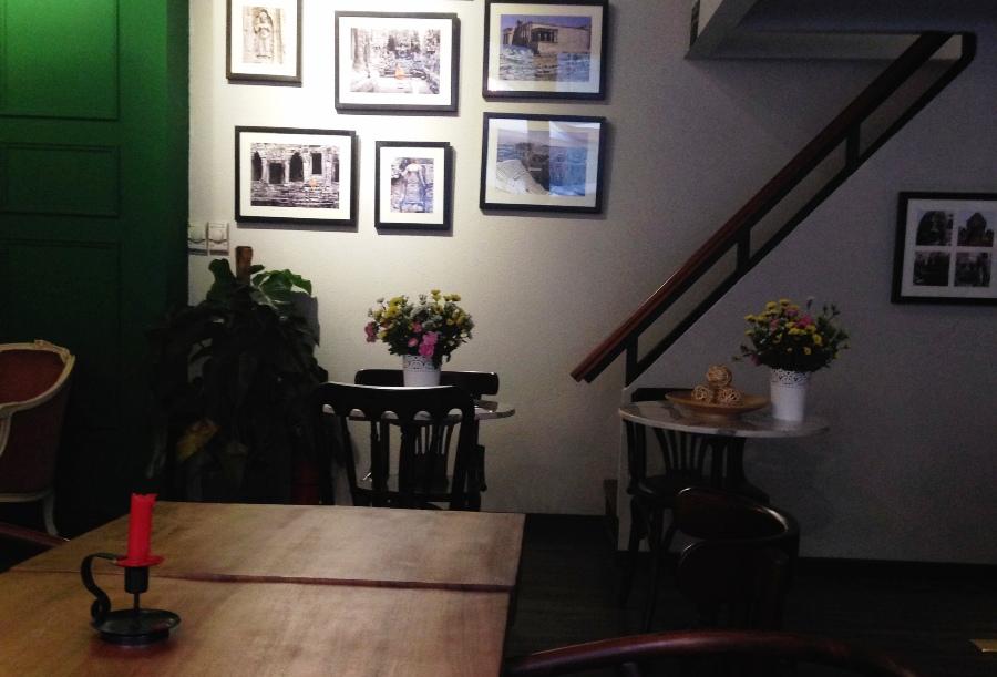 First Glance: Un Livre Cafe
