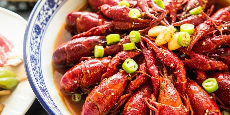 Feel the Burn: Ci Dongwai Xiaoguan with Spicy Crayfish and Chuanchuan xiang