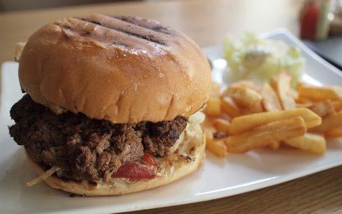 Bj burger wars pete s tex mex vs big boss fish chips for Petes fish and chips menu